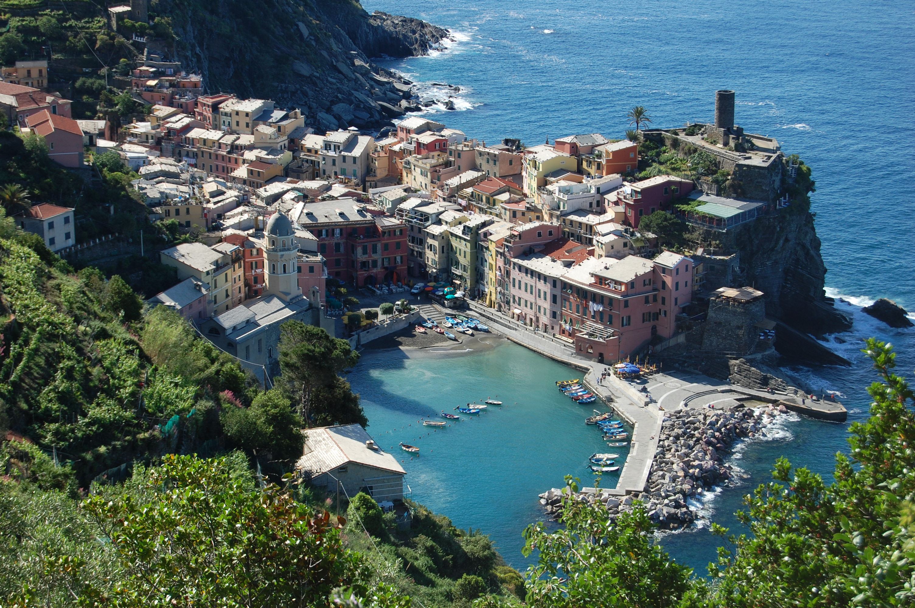 Five reasons to visit the cinque terre italy travel for Best travel italy