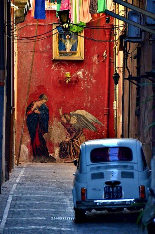 italy travel visual contrast