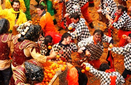 battle of oranges italy festivals