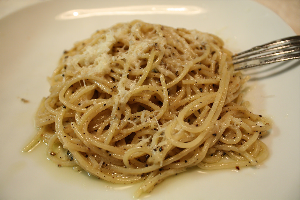 ocal roman dishes pasta cacio e pepe italy travel planning consultant